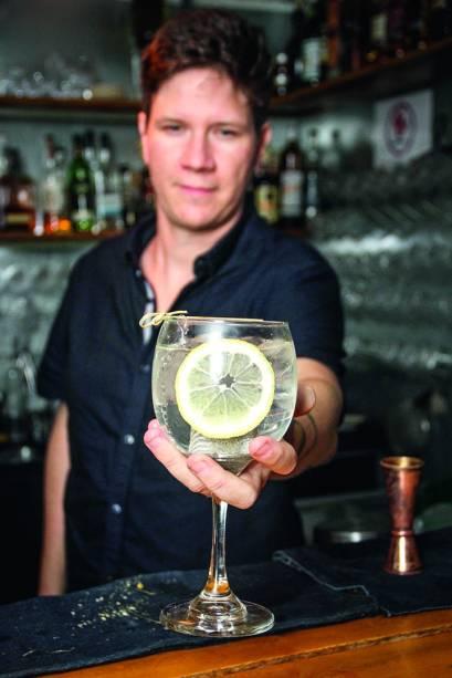 Bartender Jean Ponce
