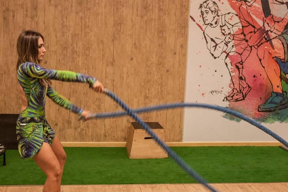 Cordas navais (Rope Training): trabalha principalmente abdômen, peitoral, ombros, tríceps, bíceps e a resistência e potência de toda essa musculatura. Três séries de trinta repetições ou trinta segundos seguidos.