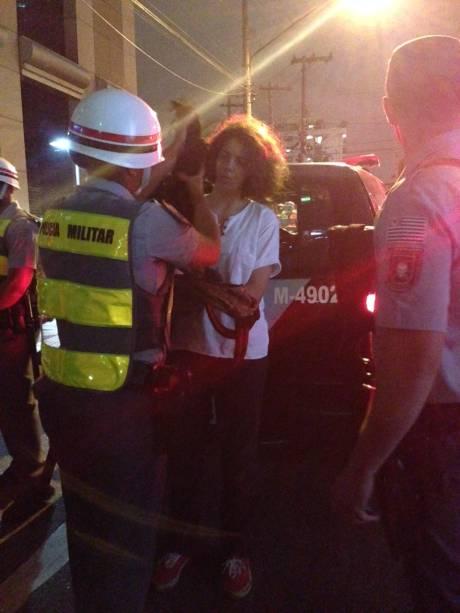 Policiais revistam todos que estão na altura da Vital Brasil após manifestações