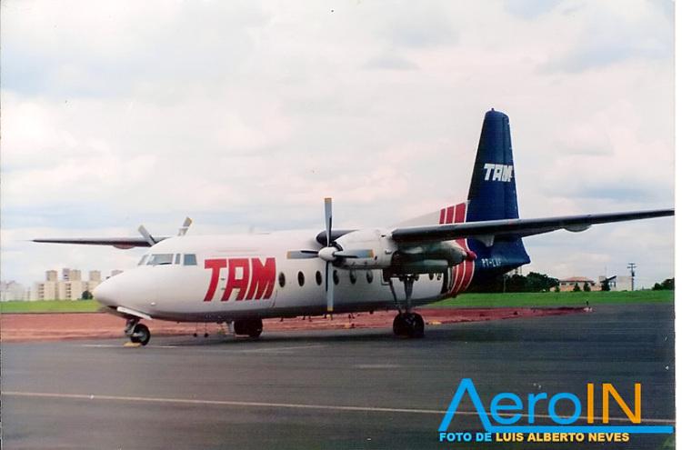 Do analógico para o digital: antigo Fokker 27 da Tam