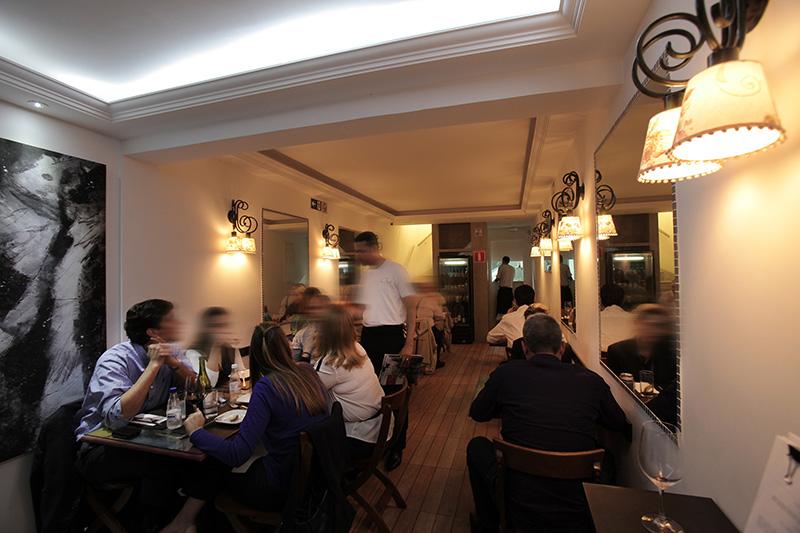 Oui: o salão do restaurante francês