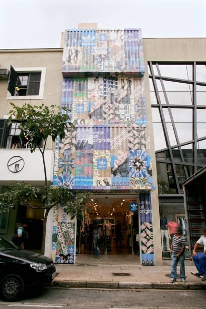 Rua Oscar Freire: uma fachada, seis logotipos
