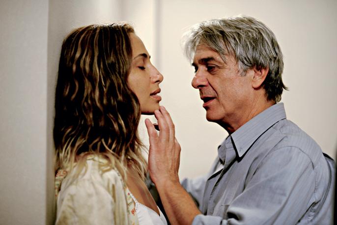 No cinema, com Camila Pitanga: três prêmios pelo flme Eu Receberia as Piores Notícias de Seus Lindos Lábios