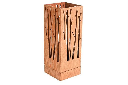 Castiçal de madeira, R$ 134,90. Espaço Santa Helena, Rua Oscar Freire, 777, Jardim Paulista, tel.: 3087-5800, www.gruposantahelena.net.