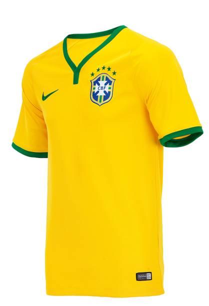 A camisa da seleção sai por R$ 149,90 na Centauro