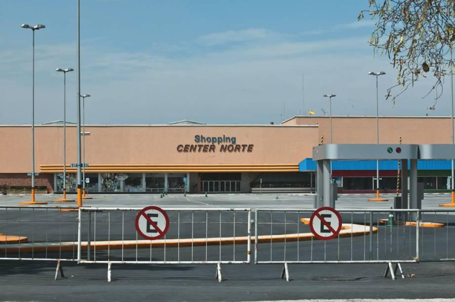 Os prédios do Shopping Center Norte, do Expo Center Norte, Novotel e Conjunto Habitacional Cingapura, todos na região de Santana, na zona norte, foram construídos em áreas contaminadas ou com suspeita de contaminação por gás metano. O shopping chegou a ser interditado em 2011 pelo então prefeito Gilberto Kassab.