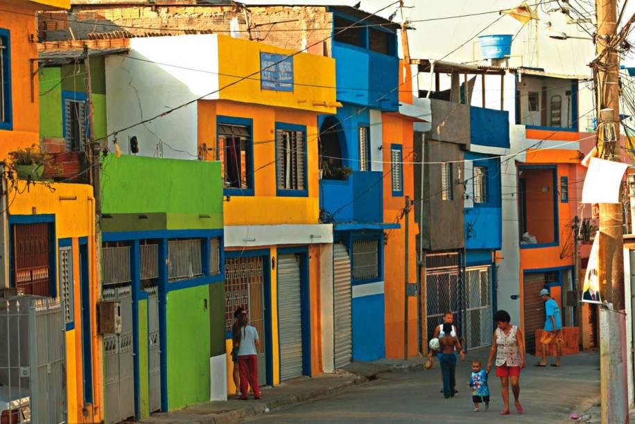 A comunidade de Heliópolis, na zona sul, tem águas subterrâneas contaminadas por metais, benzeno e cloreto de vinila, entre outros.