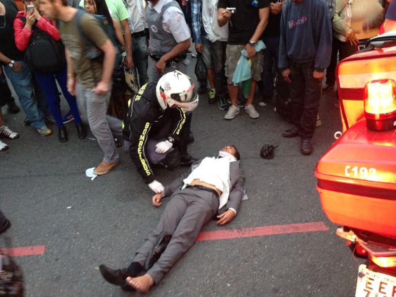 Homem atropelado pela Polícia é atendido