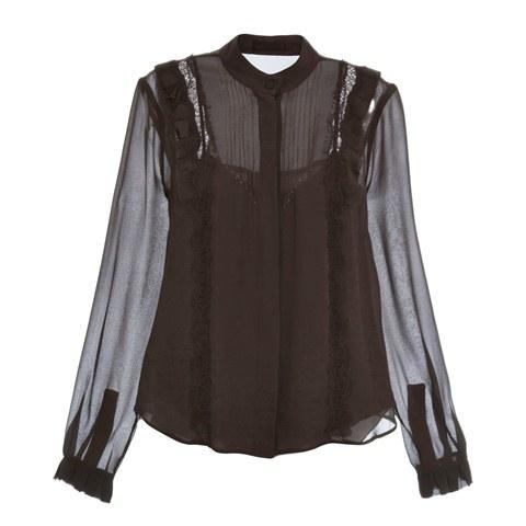 Com grifes como Marc Jacobs e Isabel Marant nas araras, a multimarca NK Store está liquidando algumas peças importadas com até 90% de desconto. A camisa de seda da Talienk, marca própria da loja, sai de R$ 1 090,90 por R$ 545,45.