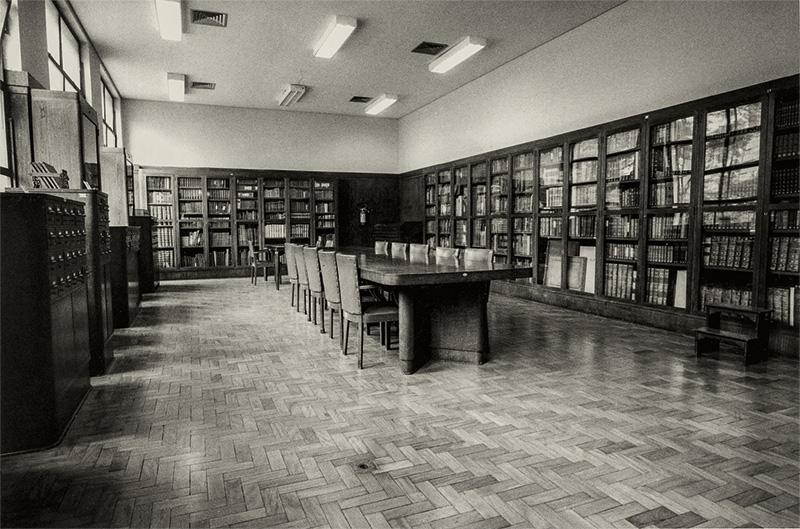 Detalhes do interior: a sede original era na vizinha Rua sete de Abril