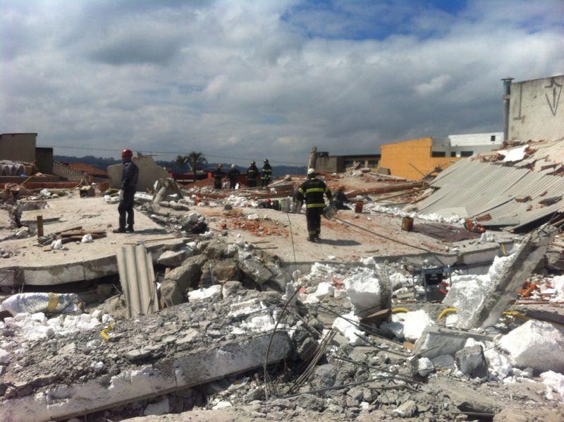 Oito corpos já foram retirados dos destroços
