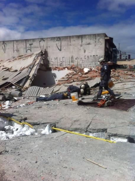 Bombeiros insistem na busca de novas vítimas
