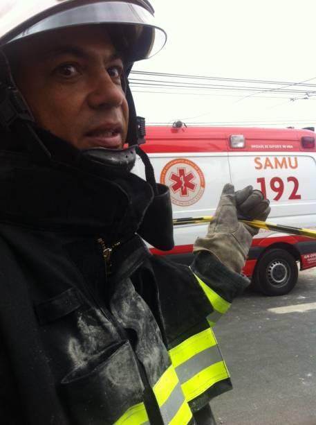 O major do Corpo de BombeiroAnderson Lima de Oliveira trabalha no resgate das vítimas