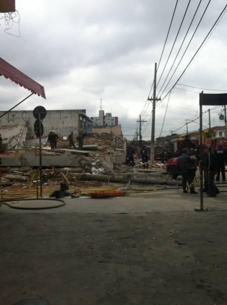No local, cerca de 35 homens trabalhavam na construção do edifício