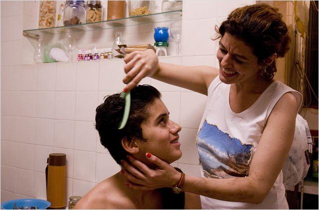 Ausência: no longa, Serginho precisa cuidar do irmão mais novo e da mãe alcoolatra