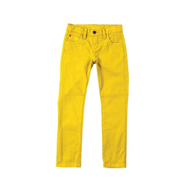 Com opções para homens, mulheres e crianças, a Richards cortou até 60% do valor de alguns itens. A calça colorida infantil, de R$ 179,00, custa agora R$ 129,00.