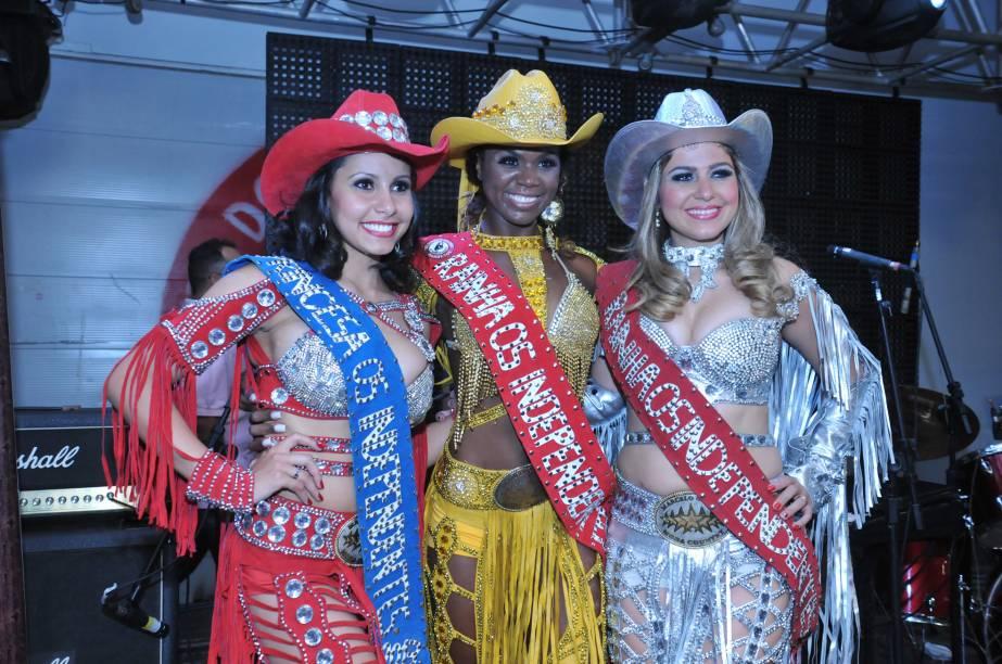 A princesa Bárbara, Camila e Kamila (rainha de 2012) durante o evento