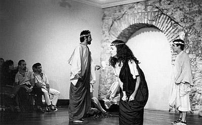 Cinco anos mais tarde, em 1988, o grupo Mergulho no Trágico, apresentou a história na Funarte. Alexandre Mello, Regina Gutman e Gitman Vibranovski estavam no elenco.