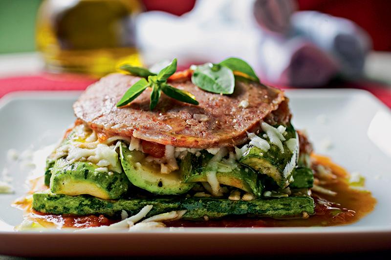 Mozza: parmigiana de abobrinhas, medalhões de mussarela e salame cremoso ao forno