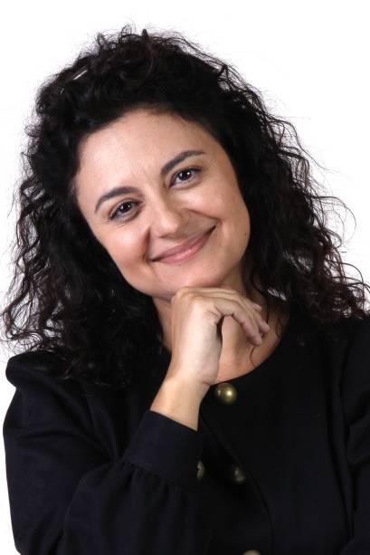Carla Fioroni como Ernestina