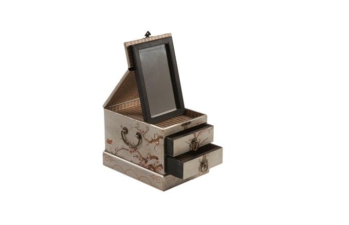 Porta-joias com espelho. R$ 69,90. Etna. Avenida Doutor Chucri Zaidan, 281, Brooklin. Tel.: 3004-3622. www.etna.com.br