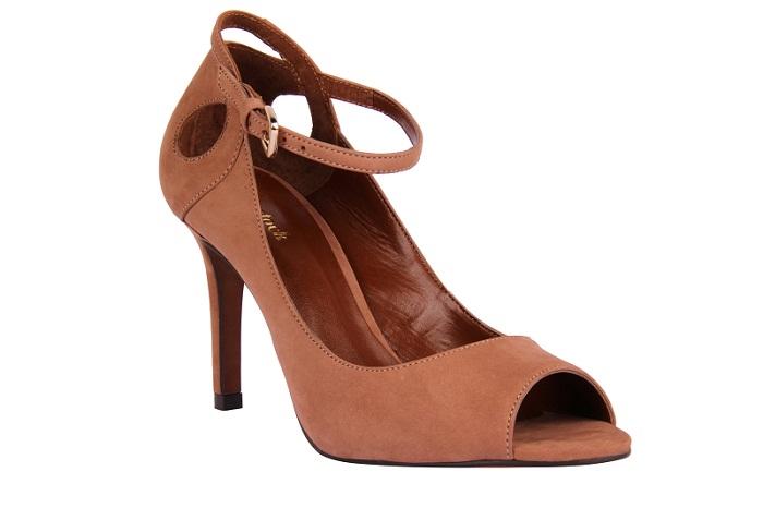 Sandália em nobuck. R$ 239,90. Shoestock. Avenida Bem-Te-Vi, 221, Moema. Tel.: 5044-4513. www.shoestock.com.br