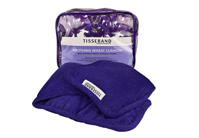 Almofada relaxante com aroma de lavanda. R$ 277,20. Tisserand Aromatherapy. Rua Cardoso de Almeida, 2468, Perdizes. Tel.: 3081-5217. www.tisserand.com.br