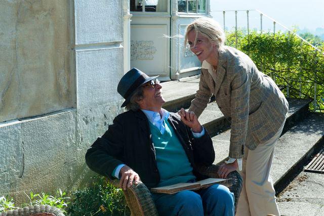 A Viagem de Meu Pai: Claude não consegue viver sem a ajuda de enfermeiras