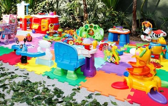 brinquedos-no-chao-eva-2-catia-herrera-marcelo-vita-1.jpeg
