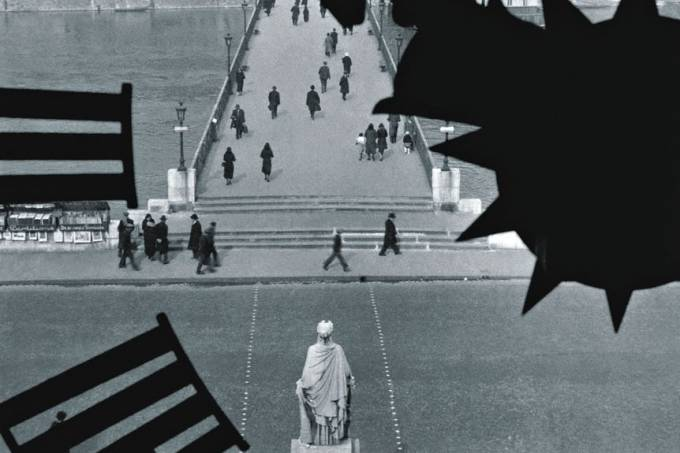 le-pont-des-arts-vu-travers-l-horloge-de-l-institut-de-france-paris-1929-1932.jpeg