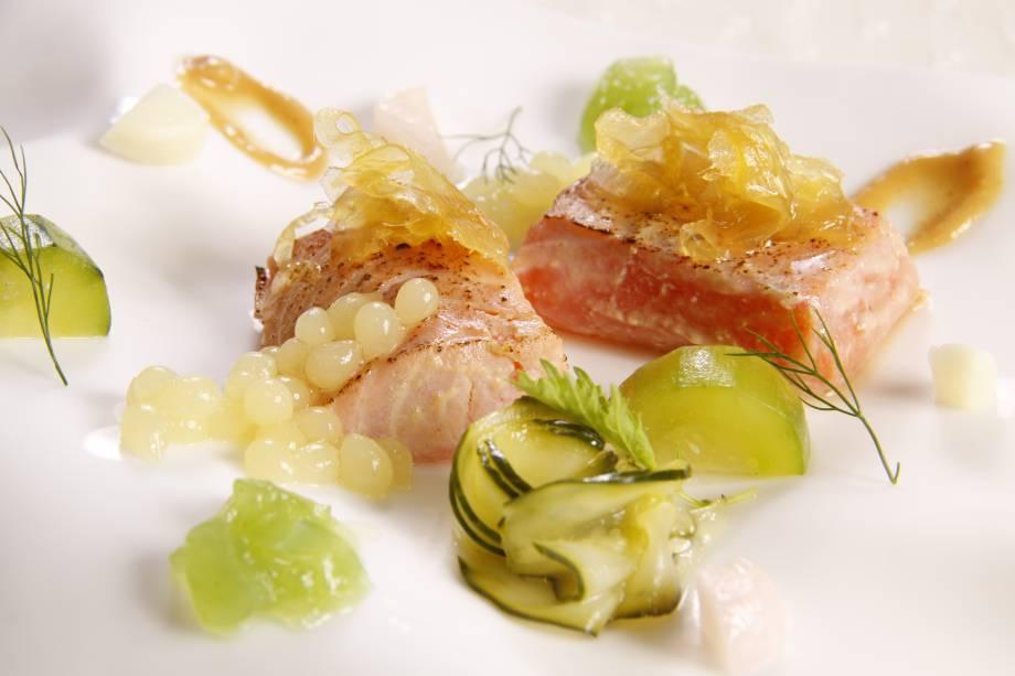 Menu degustação: salmão com conservas asiáticas caseiras