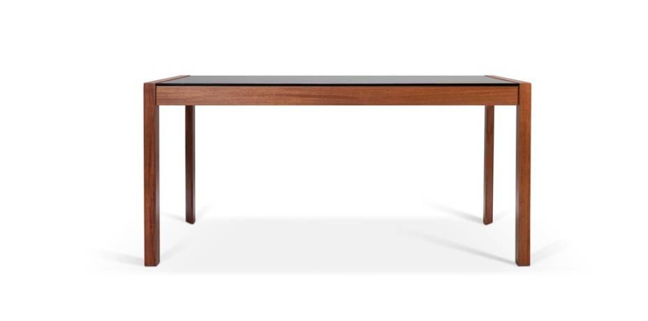 Mesa de jantar em madeira com tampo de vidro