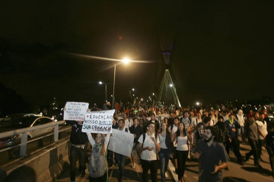 A Ponte Estaiada foi um dos pontos onde os manifestantes mais celebraram