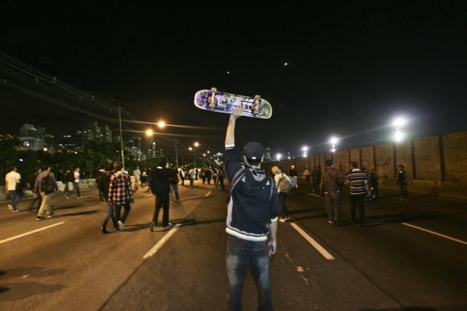Muita gente compareceu levando skate e bike