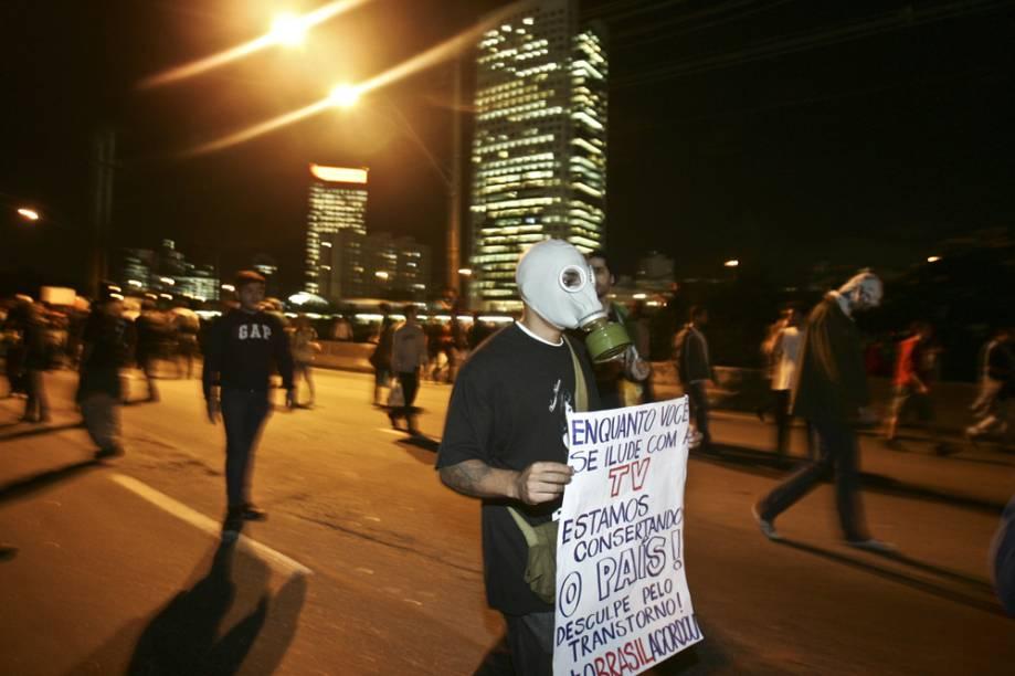 Manifestantes usaram máscaras em protesto aos episódios sofridos nas outras passeatas