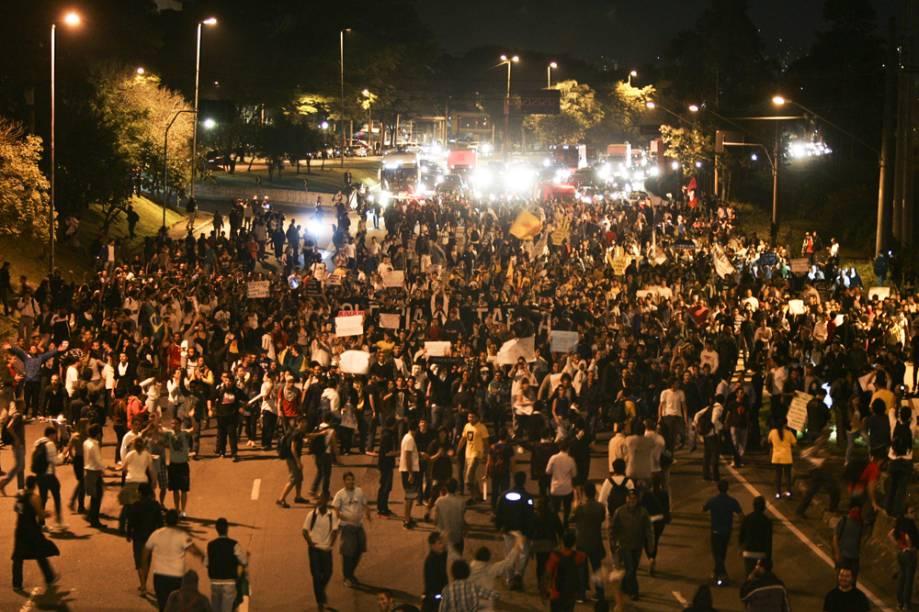 O Movimento Passe Livre foi traçando a rota da manifestação na hora