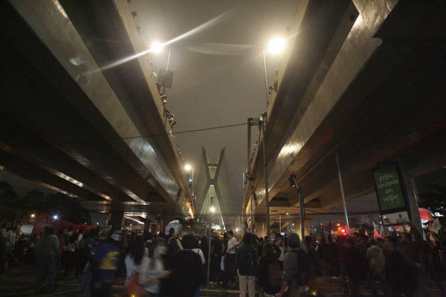 O trânsito na região da Ponte Estaiada permaneceu fechado