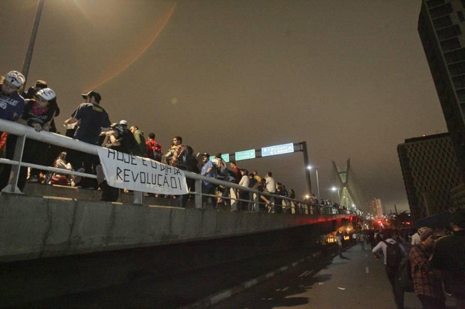 Faixas foram estendidas na beirada da Ponte Estaiada