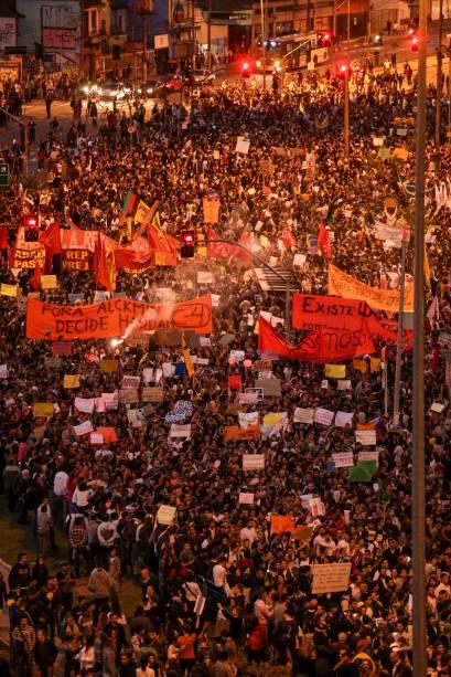 Manifestação reúne 30 000 pessoas no Largo da Batata - quinto dia