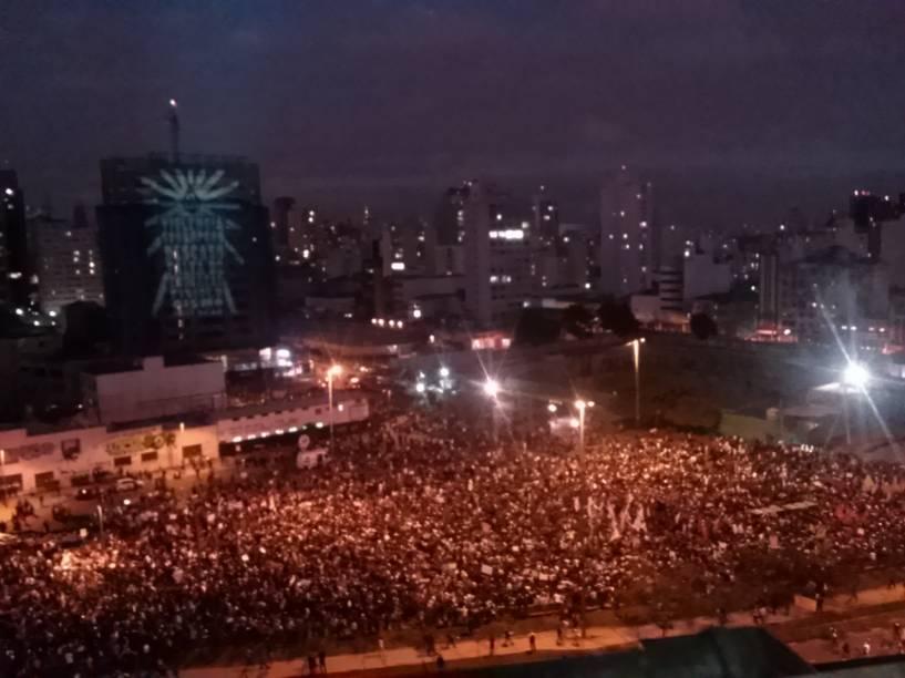 18h 15: Manifestantes ocupam completamente a Avenida Faria Lima