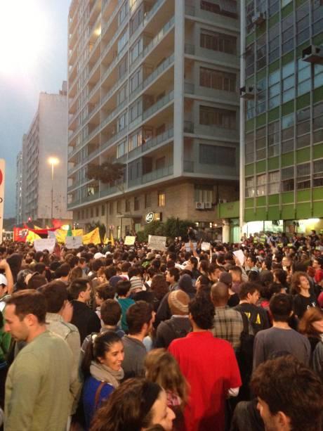 Protesto contra aumento da tarifa de ônibus: Manifestantes seguem pela Rua da Consolação até a Câmara Municipal