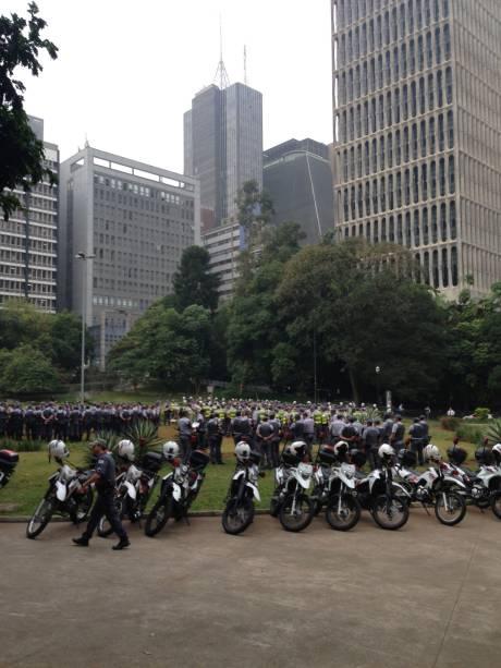 Protesto contra aumento da tarifa de ônibus: policiais receberam as últimas informações antes de se espelharem para acompanhar a manifestação contra o aumento da tarifa de ônibus