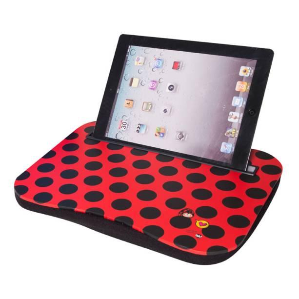 "Bandeja para tablet de estampa de joaninha, R$ 75,50, da <a href=""http://uatt.com.br/"" rel=""Uatt"" target=""_blank"">Uatt</a>"