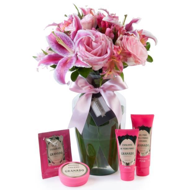 """Kit da Granado e vaso com flores, R$ 233,00, da <a href=""""http://foundit.com.br"""" rel=""""Found It"""" target=""""_blank"""">Found It!</a>"""