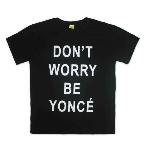 """Camiseta dont worry preta, R$ 69,00, da <a href=""""http://universoonassis.com/"""" rel=""""Universo Onassis"""" target=""""_blank"""">Universo Onassis</a>"""