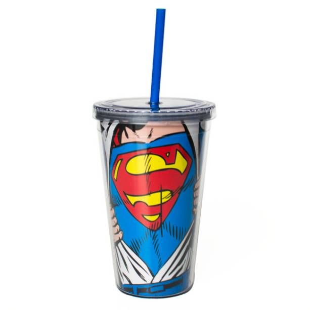 """Copo com canudo do Superman, R$ 38,00, da <a href=""""http://www.designnmaniaa.com.br/siteNovo/"""" rel=""""Design Mania"""">Design Mania</a>"""