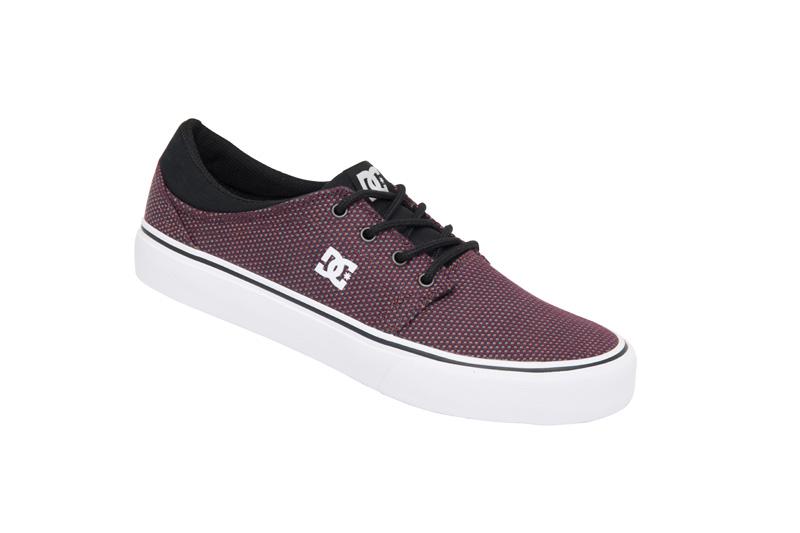 Sneaker trase TX roxo, R$ 219,90, da DC Shoes, tel. 3366-9280