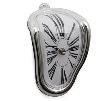 """Relógio de mesa Salvador Dalí, R$ 69,00, da <a href=""""http://www.designnmaniaa.com.br/siteNovo/"""" rel=""""Design Mania"""">Design Mania</a>"""