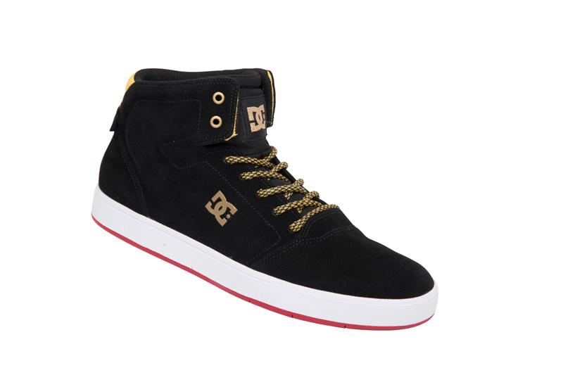 Sneaker Crisis High preto e dourado, R$ 349,90, da DC Shoes, tel. 3366-9280