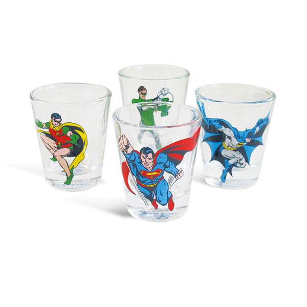 """Conjunto com quatro copos para shots de super-herois, R$ 37,00, da <a href=""""http://www.designnmaniaa.com.br/siteNovo/"""" rel=""""Design Mania"""">Design Mania</a>"""